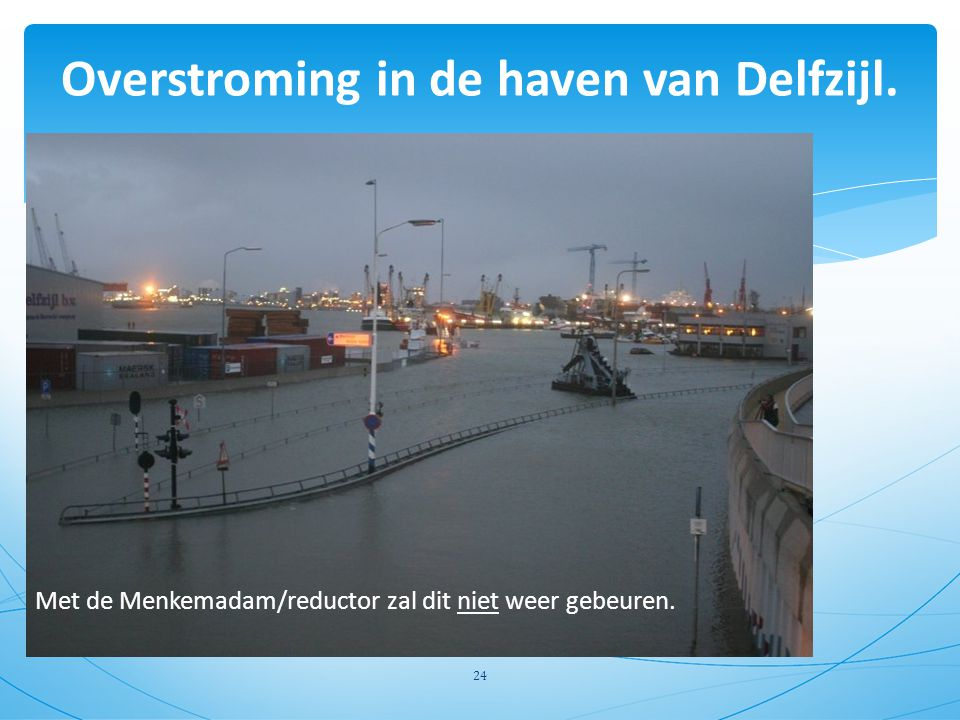 Overstroming in de haven van Delfzijl.