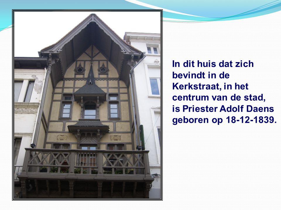 In dit huis dat zich bevindt in de Kerkstraat, in het centrum van de stad, is Priester Adolf Daens.