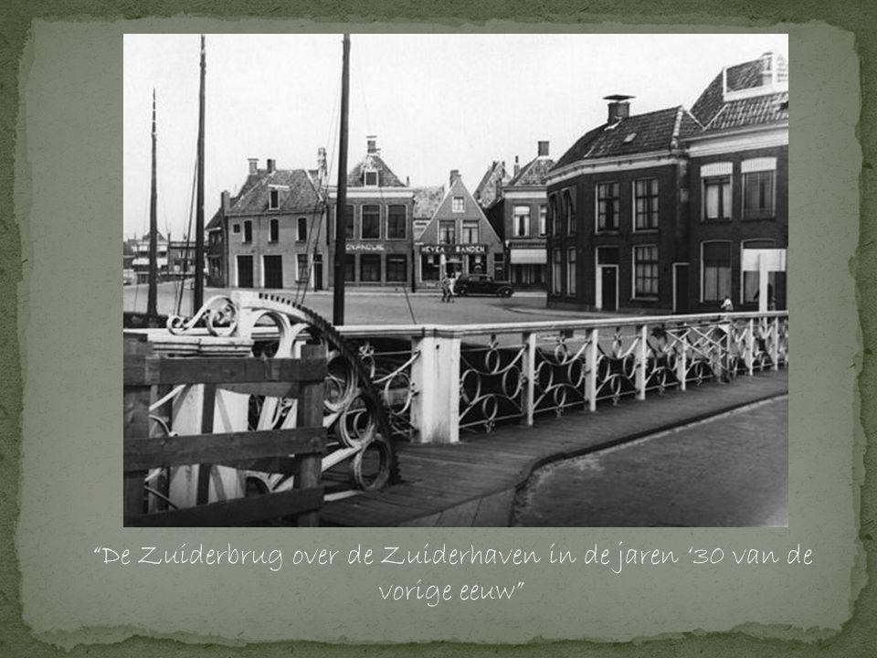 De Zuiderbrug over de Zuiderhaven in de jaren '30 van de vorige eeuw