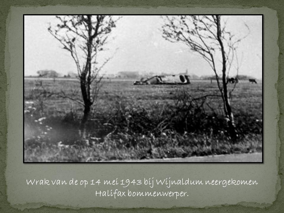 Wrak van de op 14 mei 1943 bij Wijnaldum neergekomen