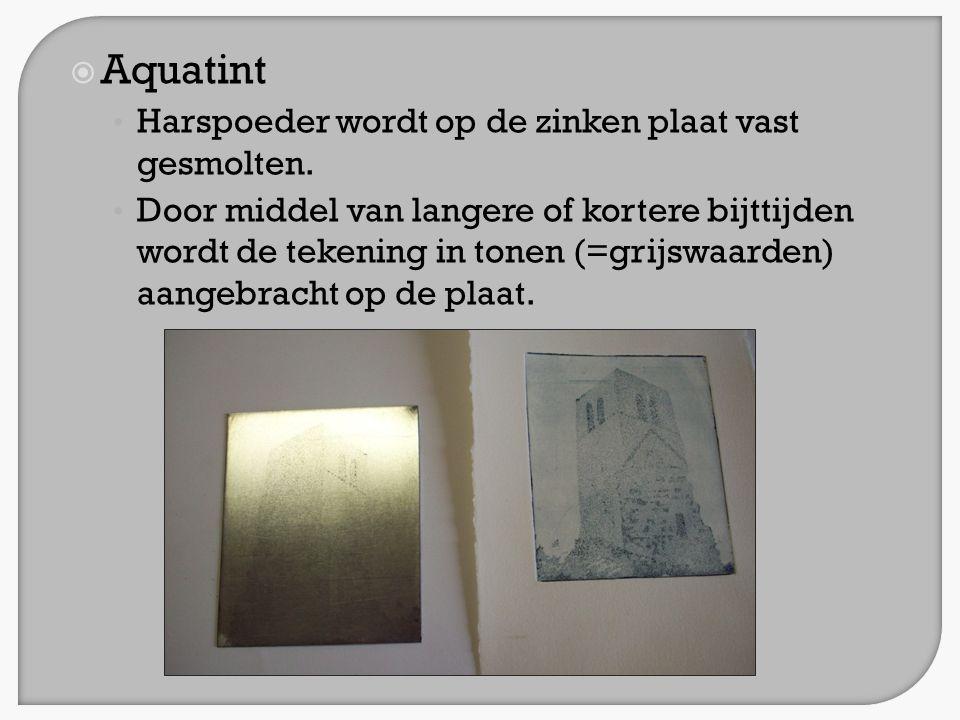 Aquatint Harspoeder wordt op de zinken plaat vast gesmolten.