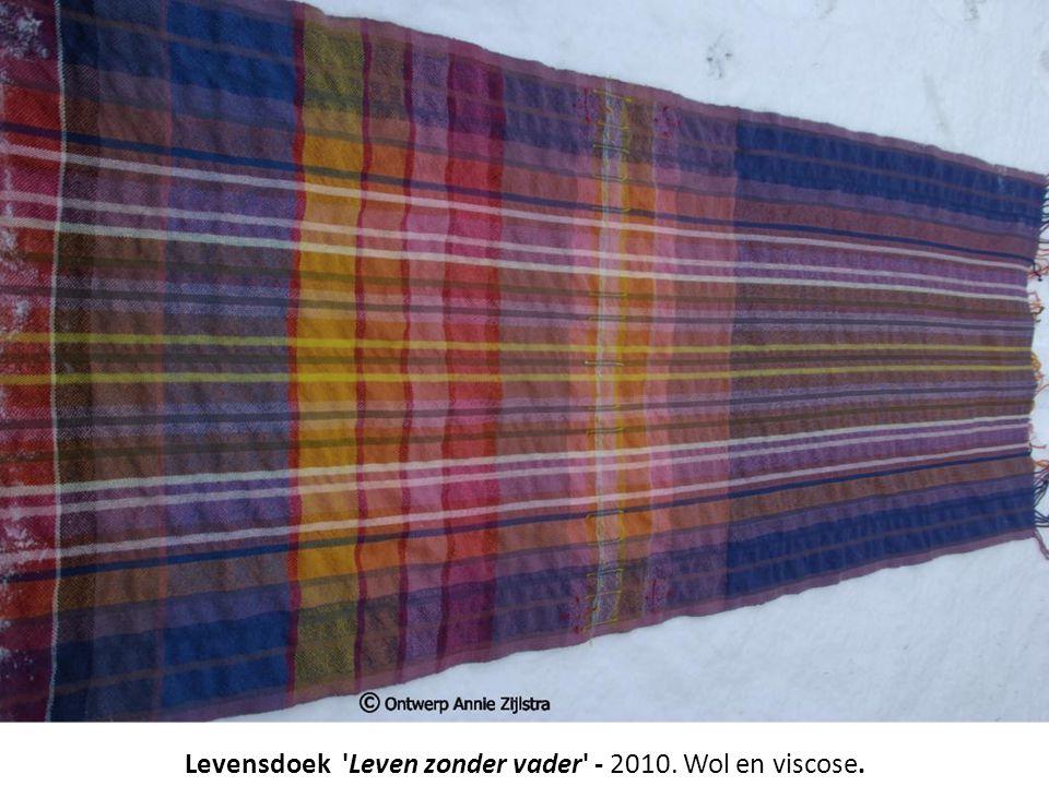 Levensdoek Leven zonder vader - 2010. Wol en viscose.