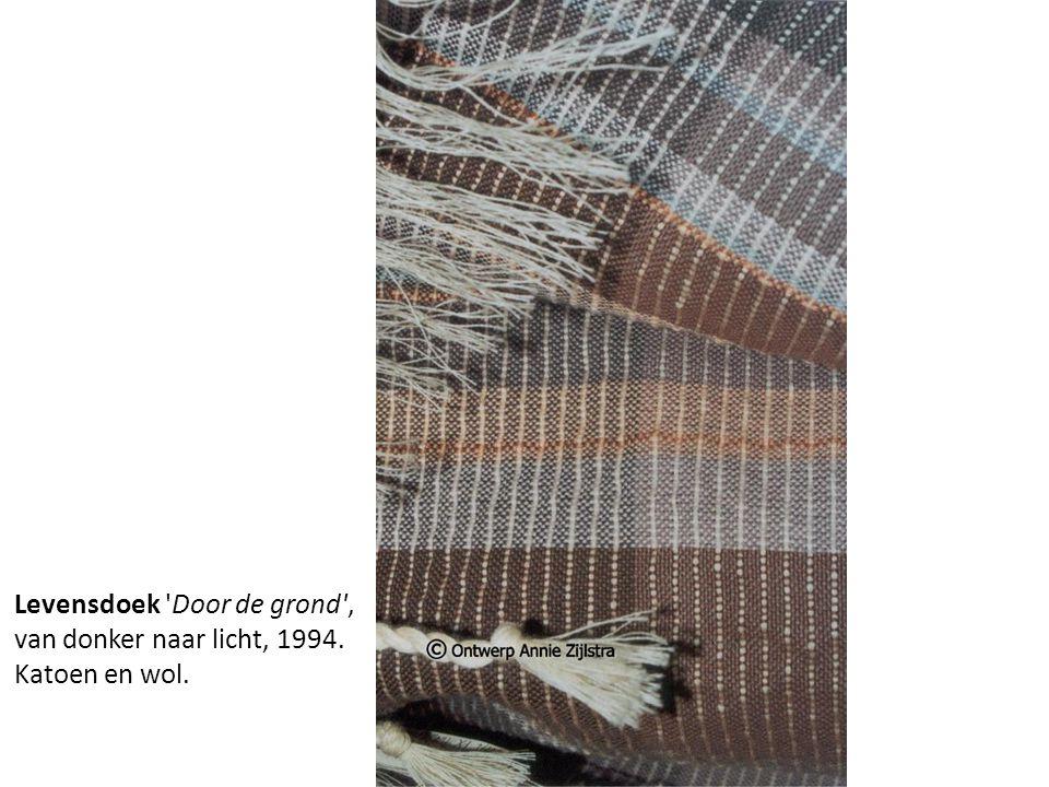 Levensdoek Door de grond , van donker naar licht, 1994. Katoen en wol.