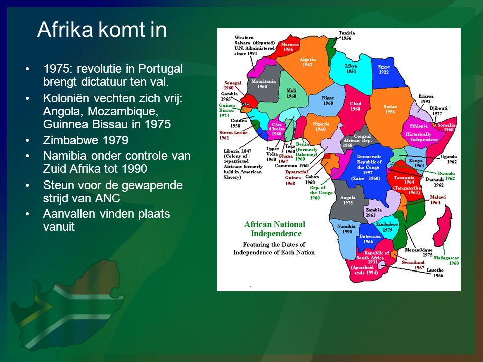 Afrika komt in 1975: revolutie in Portugal brengt dictatuur ten val.