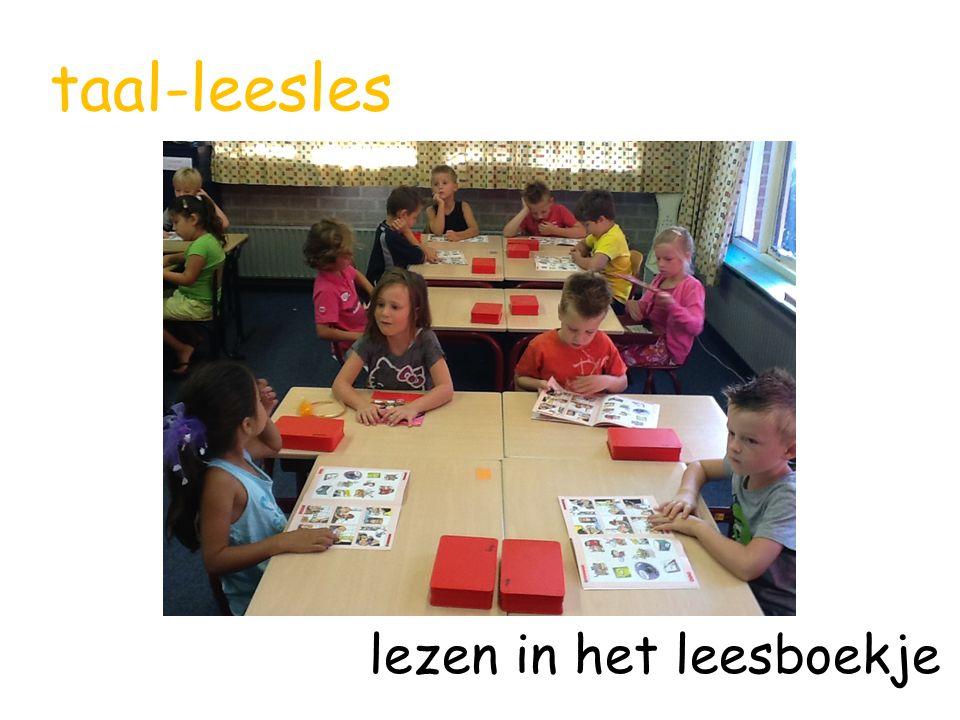 taal-leesles lezen in het leesboekje