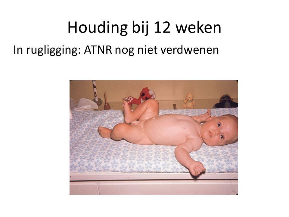 Houding bij 12 weken In rugligging: ATNR nog niet verdwenen
