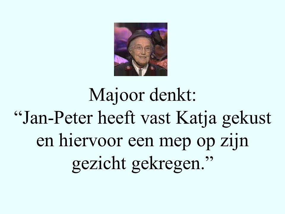 Majoor denkt: Jan-Peter heeft vast Katja gekust en hiervoor een mep op zijn gezicht gekregen.