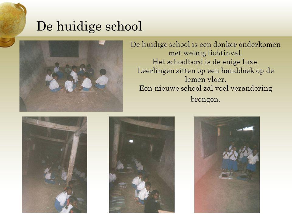 De huidige school De huidige school is een donker onderkomen met weinig lichtinval. Het schoolbord is de enige luxe.