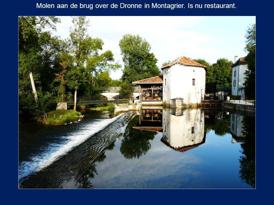 Molen aan de brug over de Dronne in Montagrier. Is nu restaurant.
