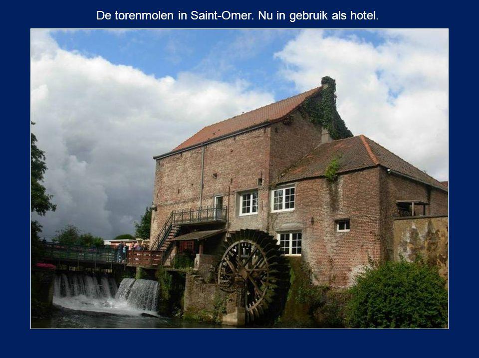 De torenmolen in Saint-Omer. Nu in gebruik als hotel.
