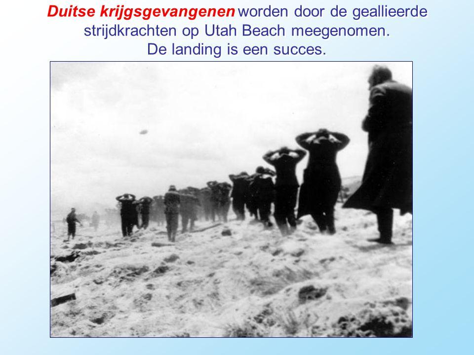 Duitse krijgsgevangenen worden door de geallieerde strijdkrachten op Utah Beach meegenomen.