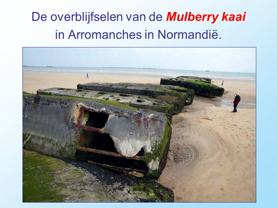 De overblijfselen van de Mulberry kaai in Arromanches in Normandië.