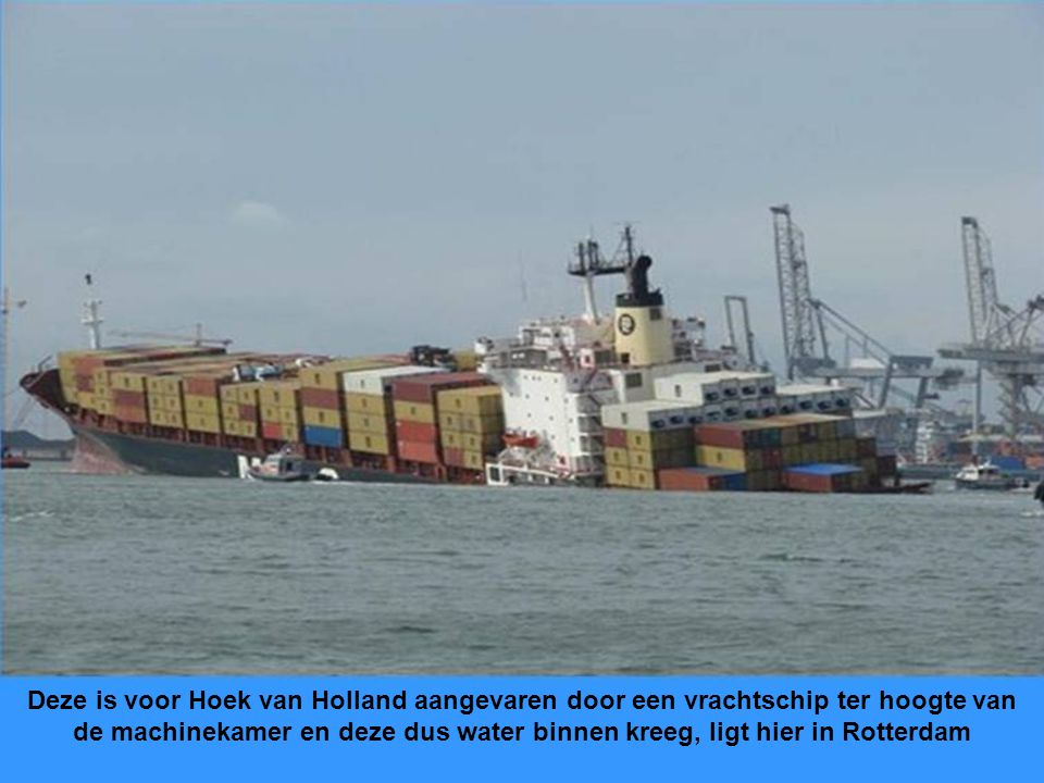 . Deze is voor Hoek van Holland aangevaren door een vrachtschip ter hoogte van de machinekamer en deze dus water binnen kreeg, ligt hier in Rotterdam.
