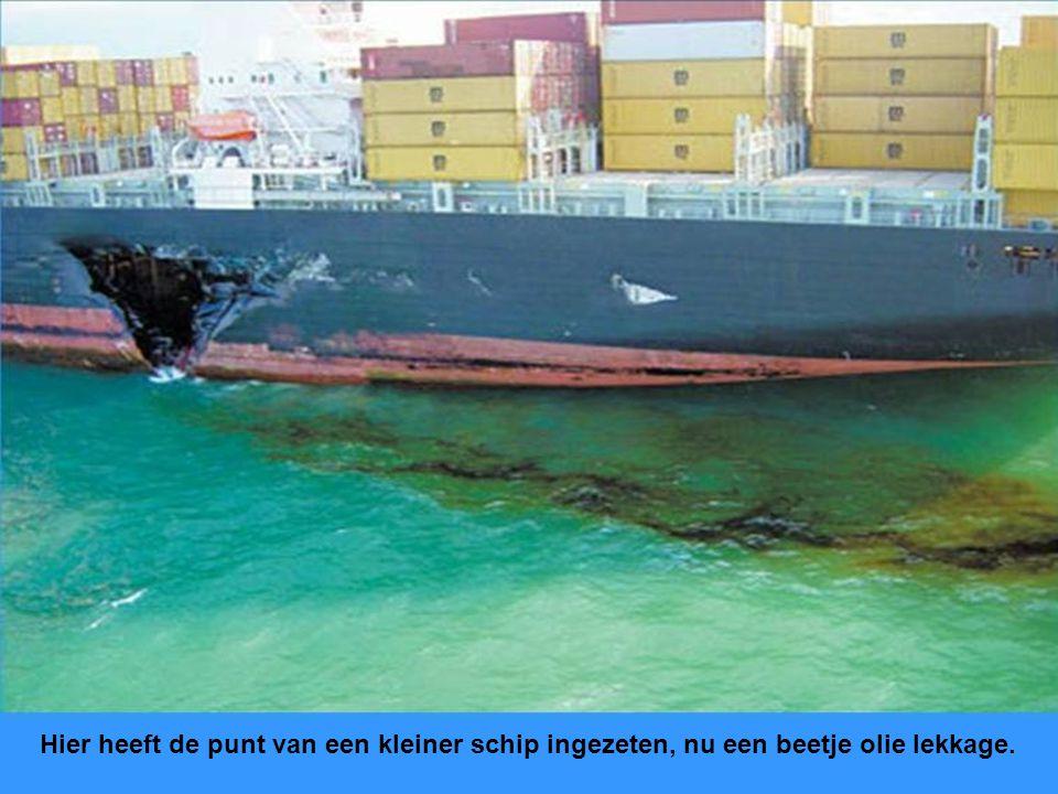 Hier heeft de punt van een kleiner schip ingezeten, nu een beetje olie lekkage.
