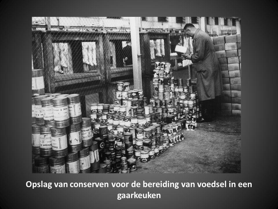 Opslag van conserven voor de bereiding van voedsel in een gaarkeuken