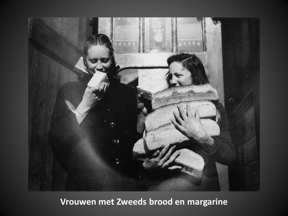Vrouwen met Zweeds brood en margarine