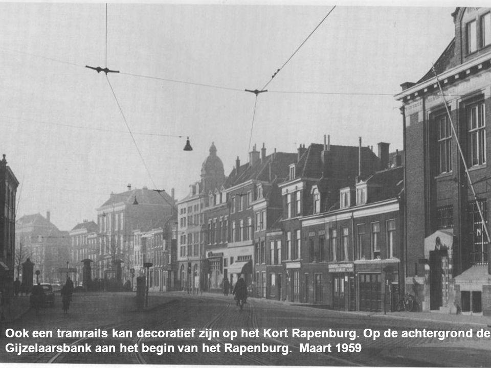 Ook een tramrails kan decoratief zijn op het Kort Rapenburg