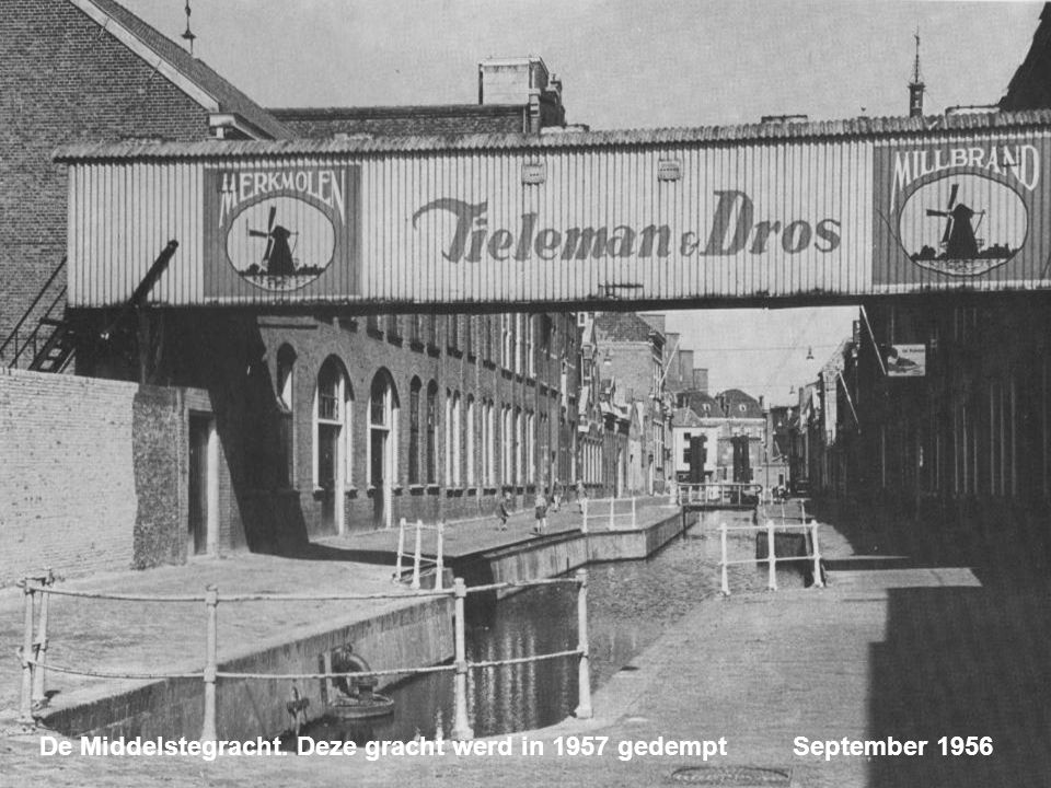 De Middelstegracht. Deze gracht werd in 1957 gedempt September 1956
