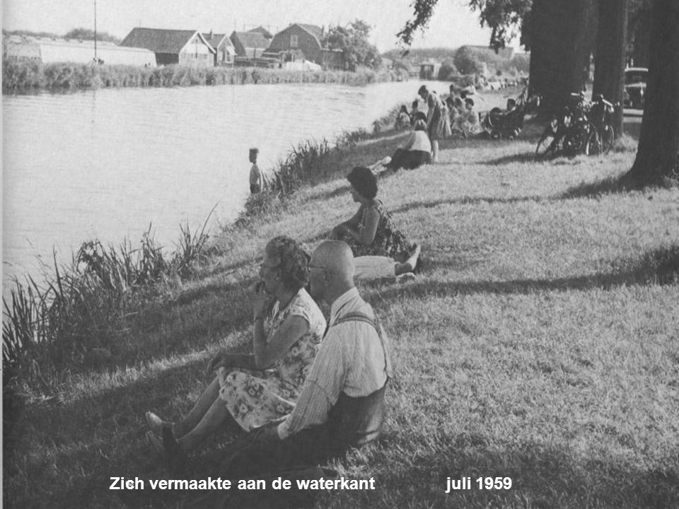 Zich vermaakte aan de waterkant juli 1959
