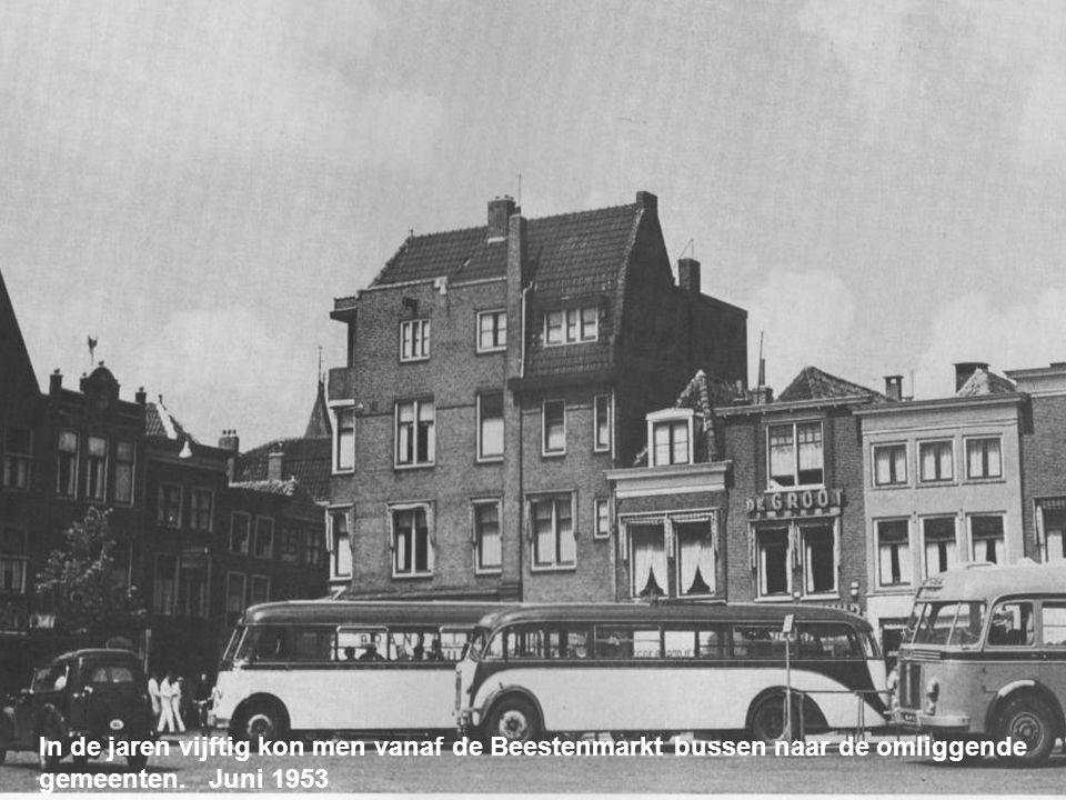 In de jaren vijftig kon men vanaf de Beestenmarkt bussen naar de omliggende