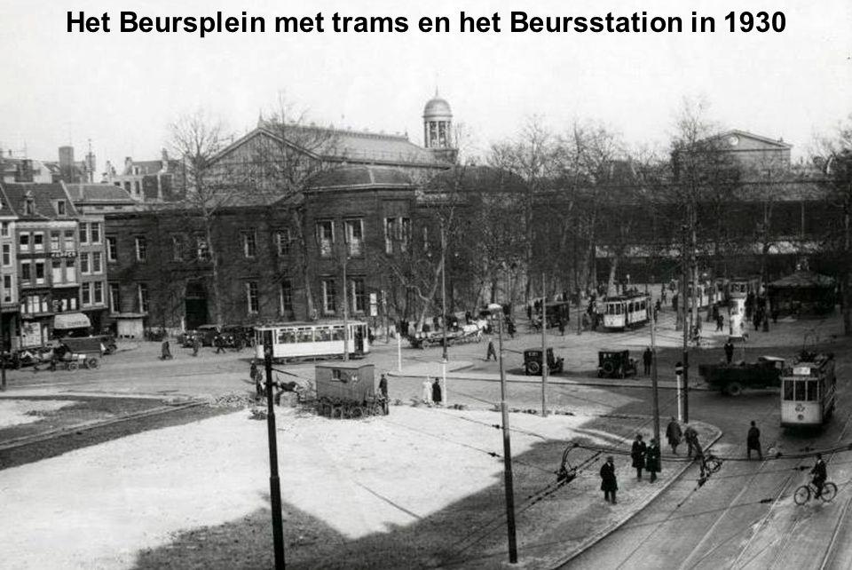 Het Beursplein met trams en het Beursstation in 1930