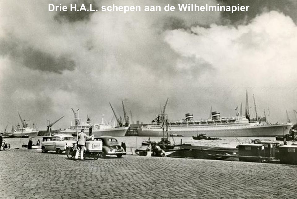 Drie H.A.L. schepen aan de Wilhelminapier