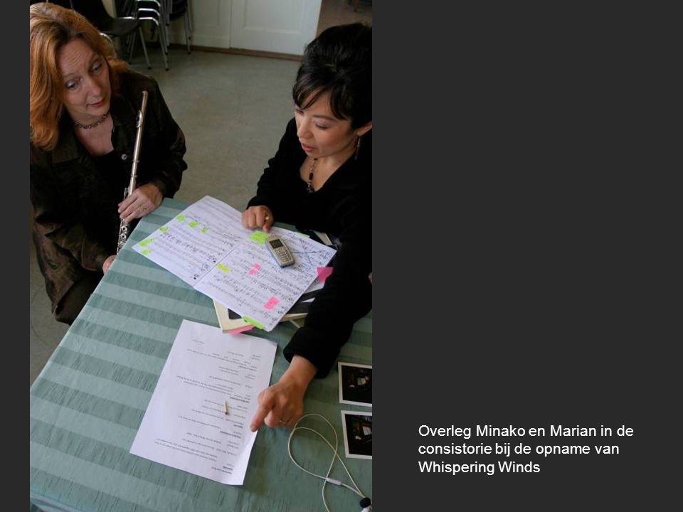 Overleg Minako en Marian in de consistorie bij de opname van Whispering Winds