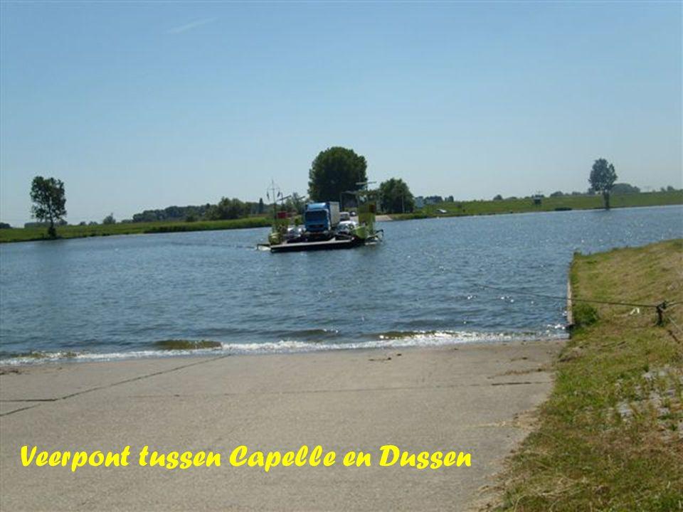 Veerpont tussen Capelle en Dussen