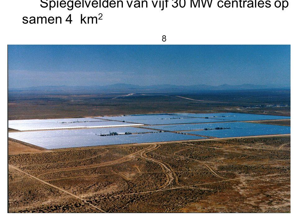 Spiegelvelden van vijf 30 MW centrales op samen 4 km2 8