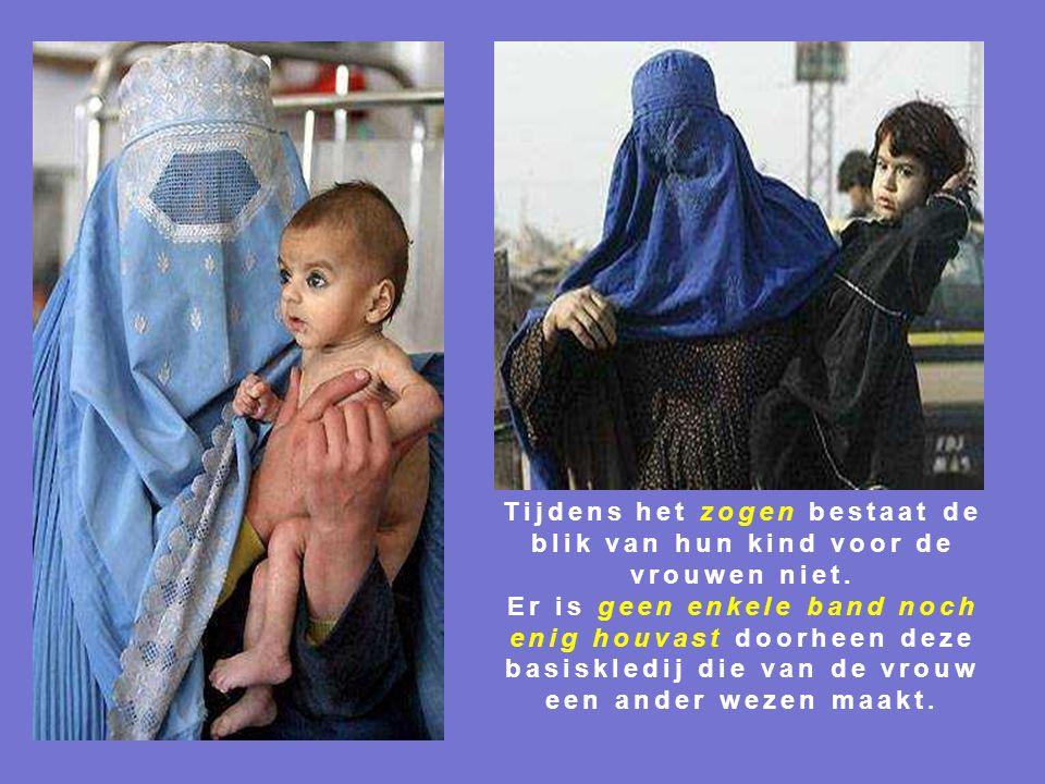 Tijdens het zogen bestaat de blik van hun kind voor de vrouwen niet.