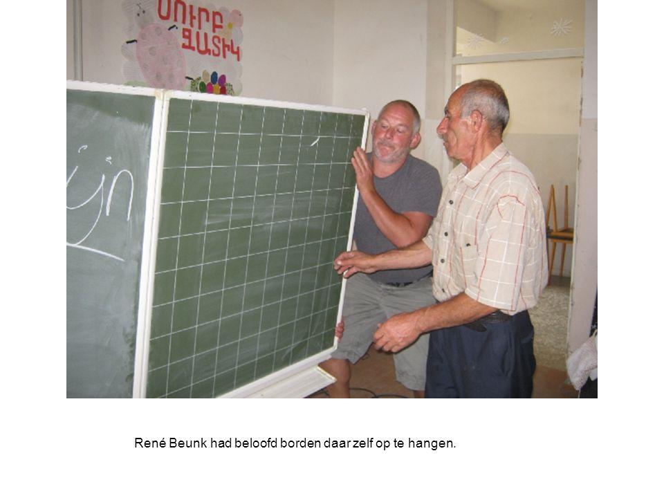 René Beunk had beloofd borden daar zelf op te hangen.