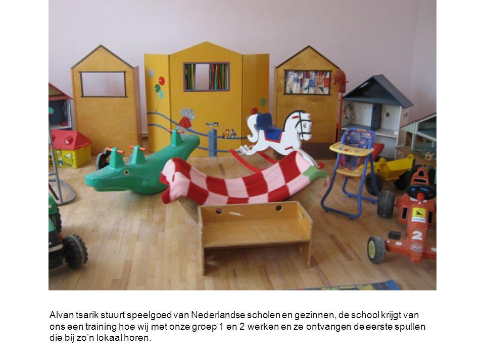 Alvan tsarik stuurt speelgoed van Nederlandse scholen en gezinnen, de school krijgt van ons een training hoe wij met onze groep 1 en 2 werken en ze ontvangen de eerste spullen die bij zo'n lokaal horen.
