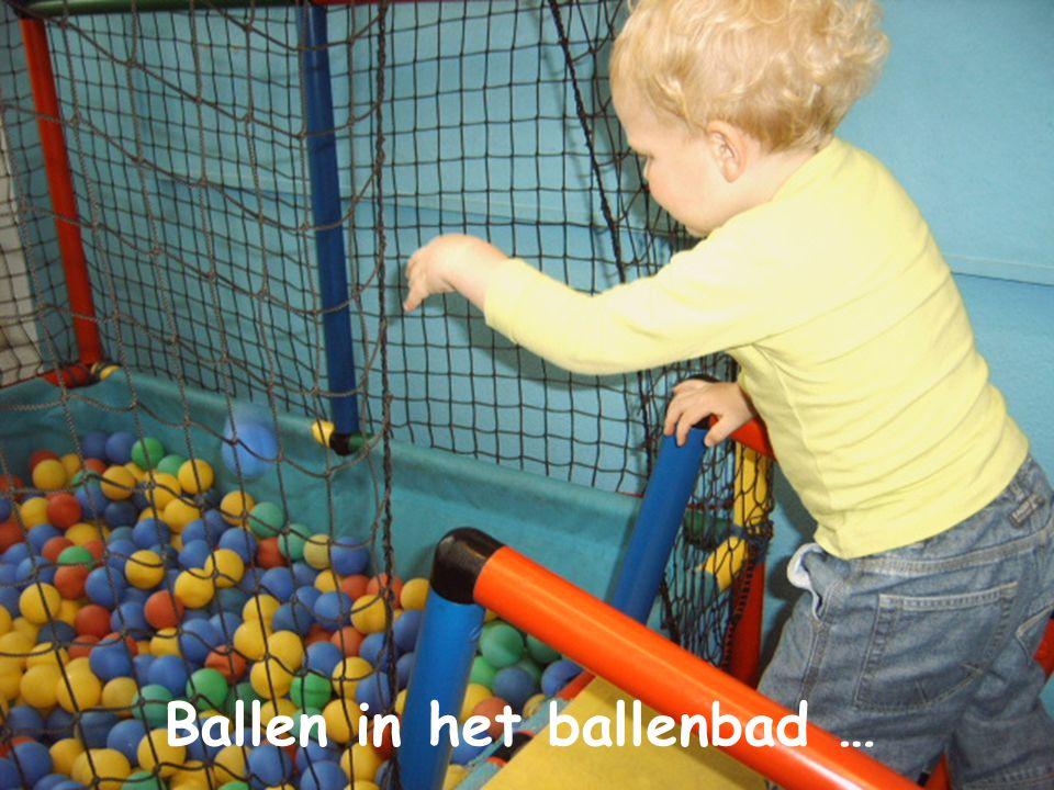 Ballen in het ballenbad …
