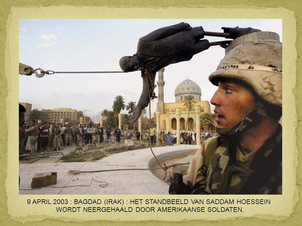 9 APRIL 2003 : BAGDAD (IRAK) : HET STANDBEELD VAN SADDAM HOESSEIN