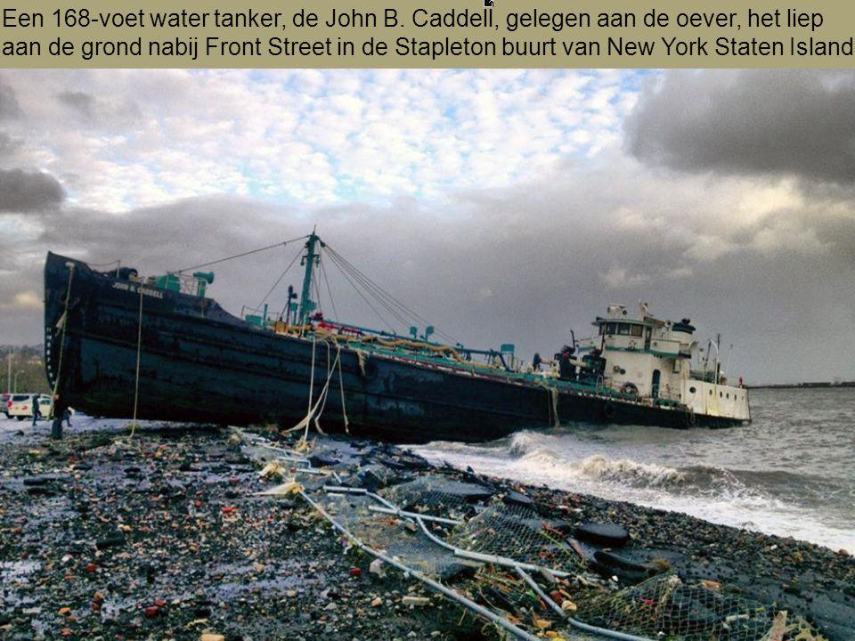 Een 168-voet water tanker, de John B