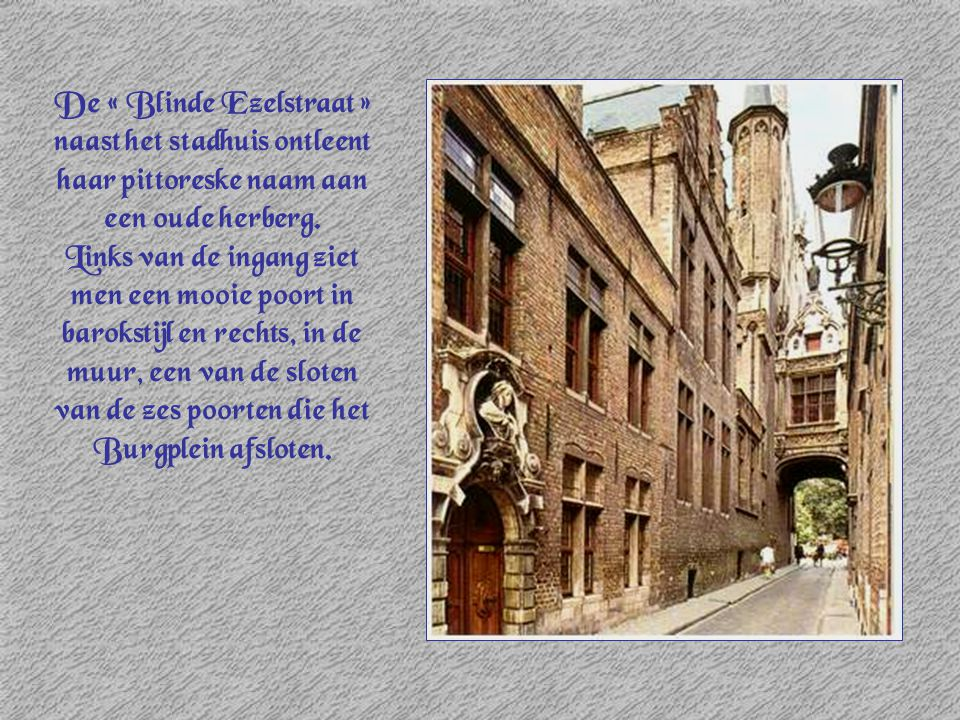 De « Blinde Ezelstraat » naast het stadhuis ontleent haar pittoreske naam aan een oude herberg.