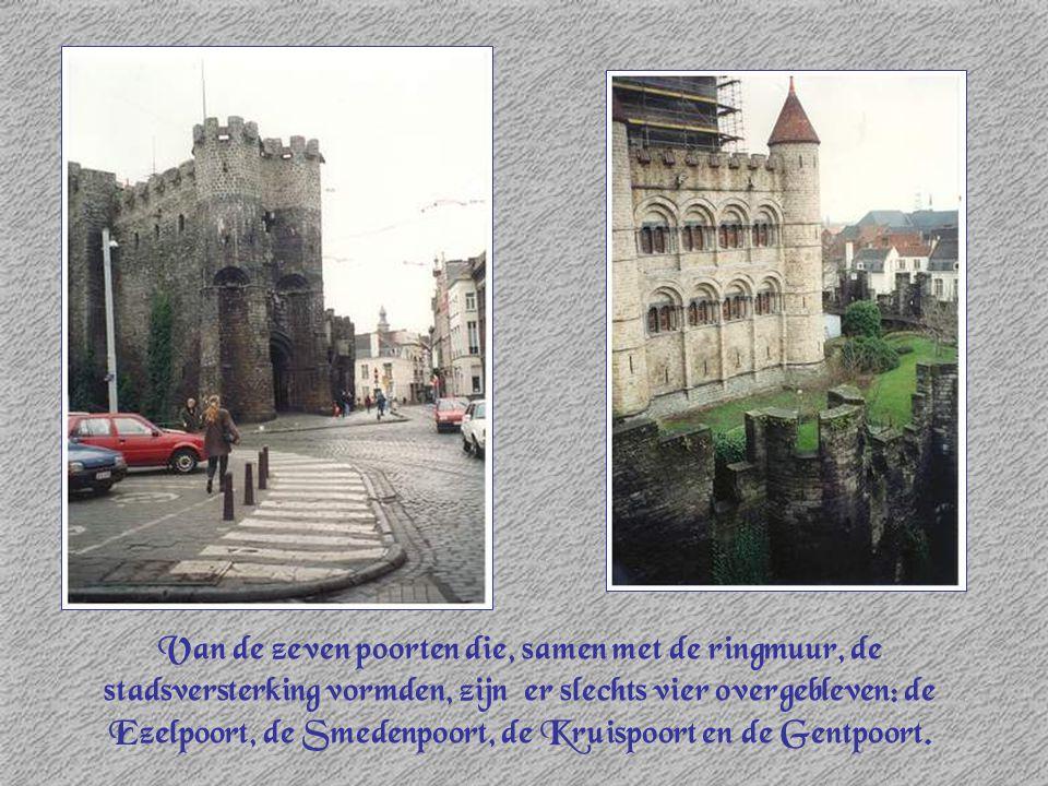 Van de zeven poorten die, samen met de ringmuur, de stadsversterking vormden, zijn er slechts vier overgebleven: de Ezelpoort, de Smedenpoort, de Kruispoort en de Gentpoort.