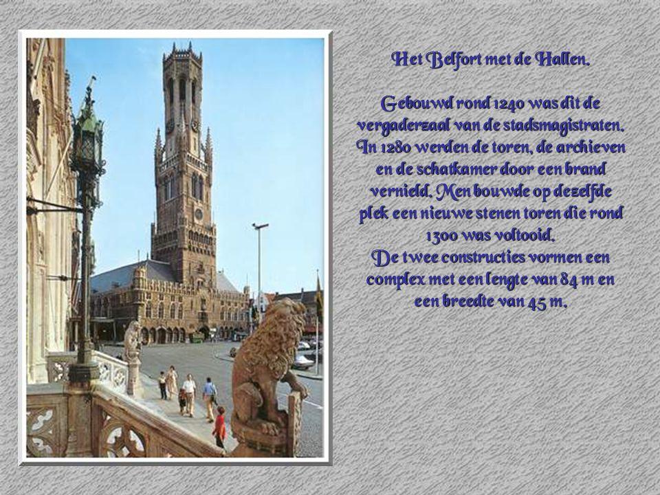Het Belfort met de Hallen.