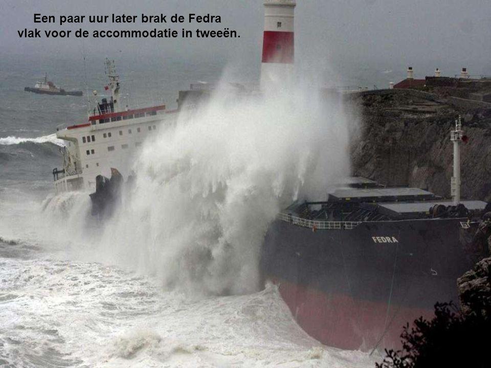 Een paar uur later brak de Fedra vlak voor de accommodatie in tweeën.