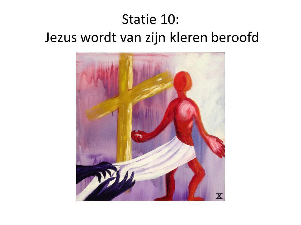 Statie 10: Jezus wordt van zijn kleren beroofd