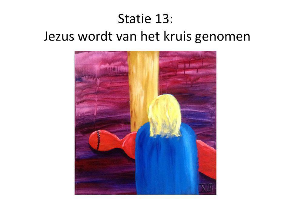 Statie 13: Jezus wordt van het kruis genomen