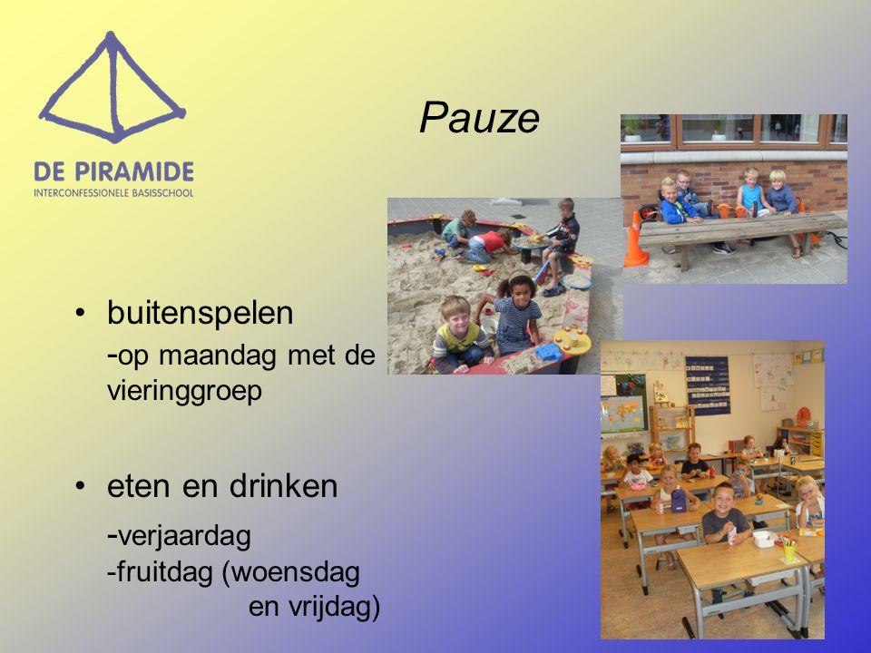Pauze buitenspelen -op maandag met de vieringgroep eten en drinken