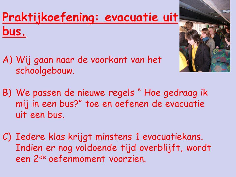 Praktijkoefening: evacuatie uit bus.