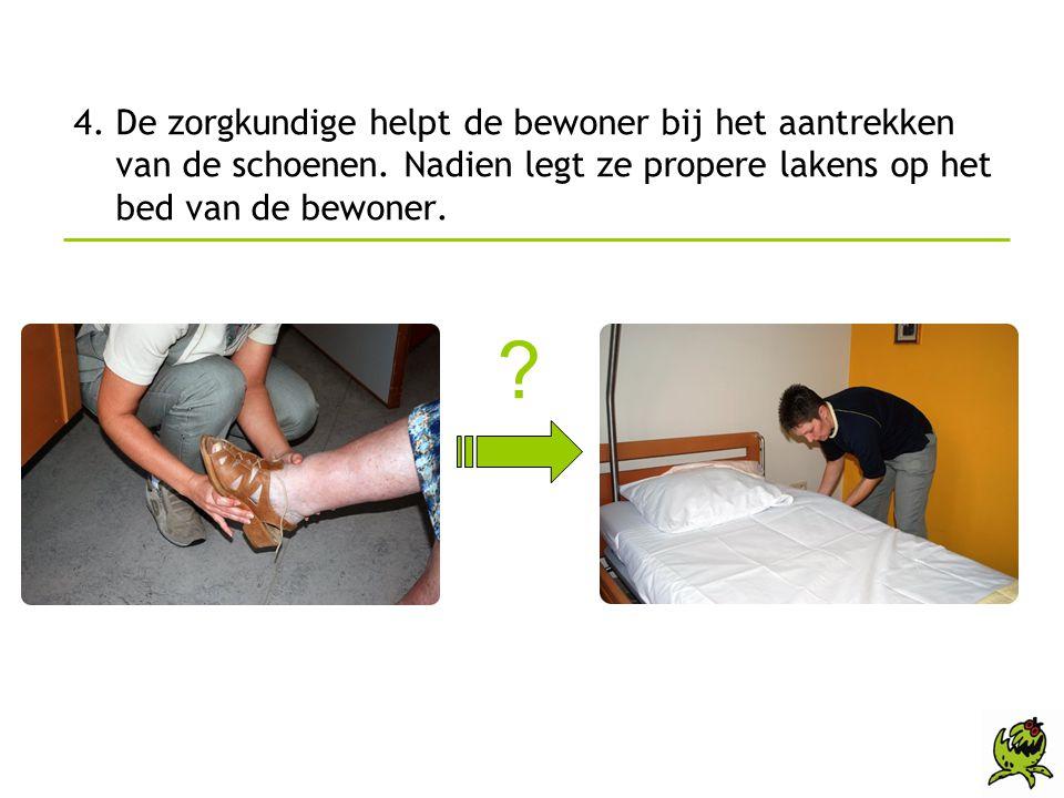 4. De zorgkundige helpt de bewoner bij het aantrekken van de schoenen