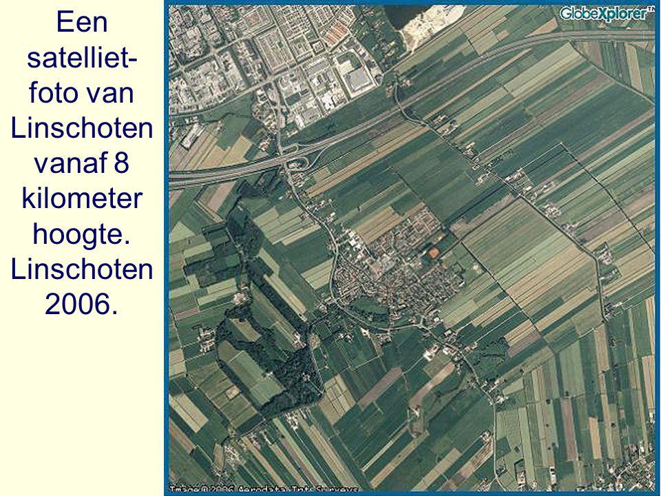 Een satelliet- foto van Linschoten vanaf 8 kilometer hoogte