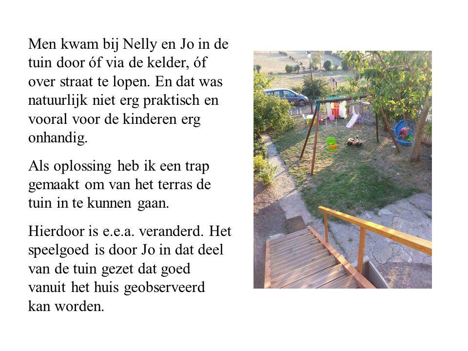 Men kwam bij Nelly en Jo in de tuin door óf via de kelder, óf over straat te lopen. En dat was natuurlijk niet erg praktisch en vooral voor de kinderen erg onhandig.