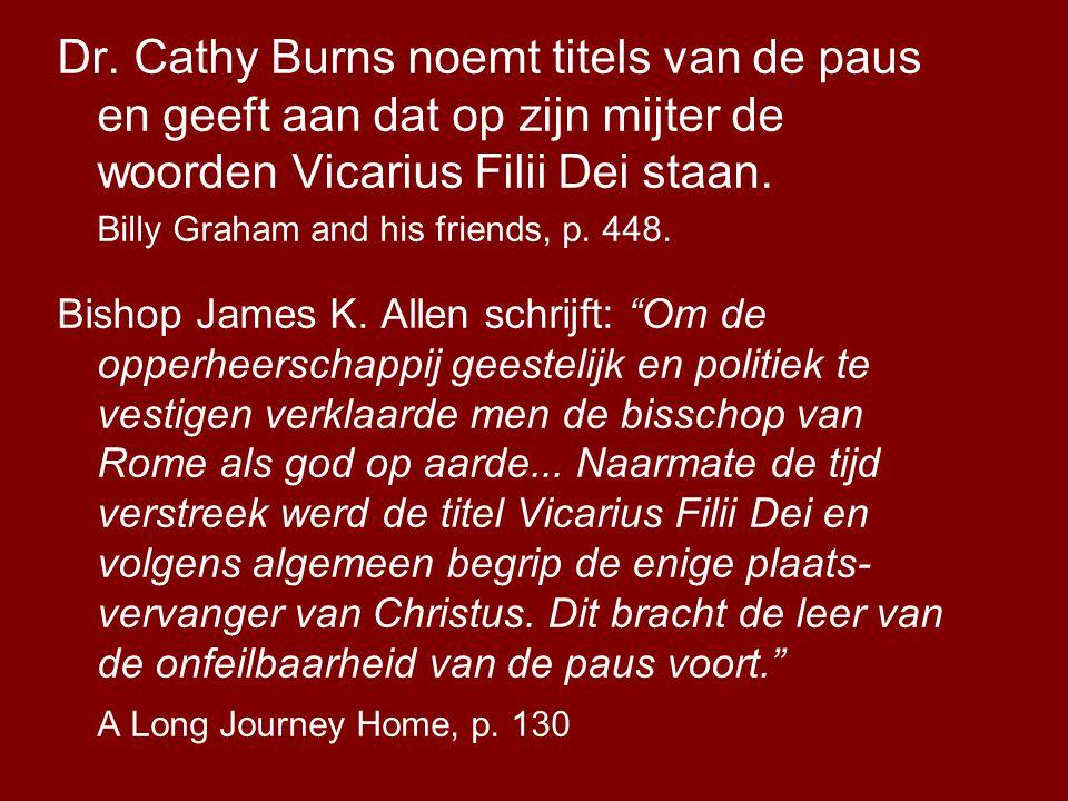 Dr. Cathy Burns noemt titels van de paus en geeft aan dat op zijn mijter de woorden Vicarius Filii Dei staan.