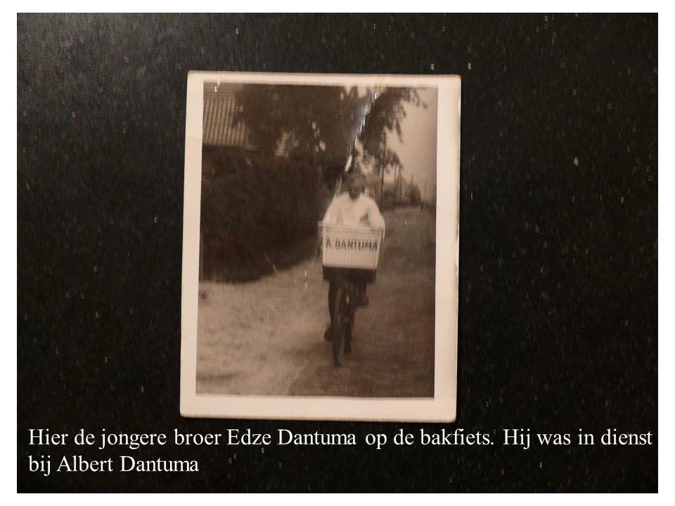 Hier de jongere broer Edze Dantuma op de bakfiets. Hij was in dienst