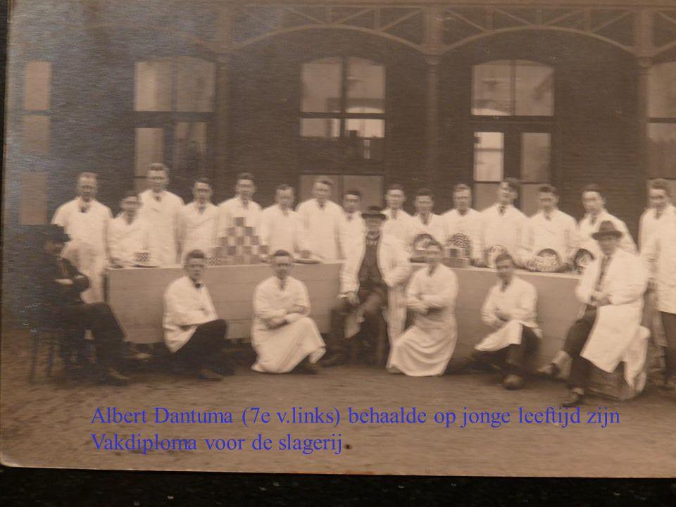 Albert Dantuma (7e v.links) behaalde op jonge leeftijd zijn