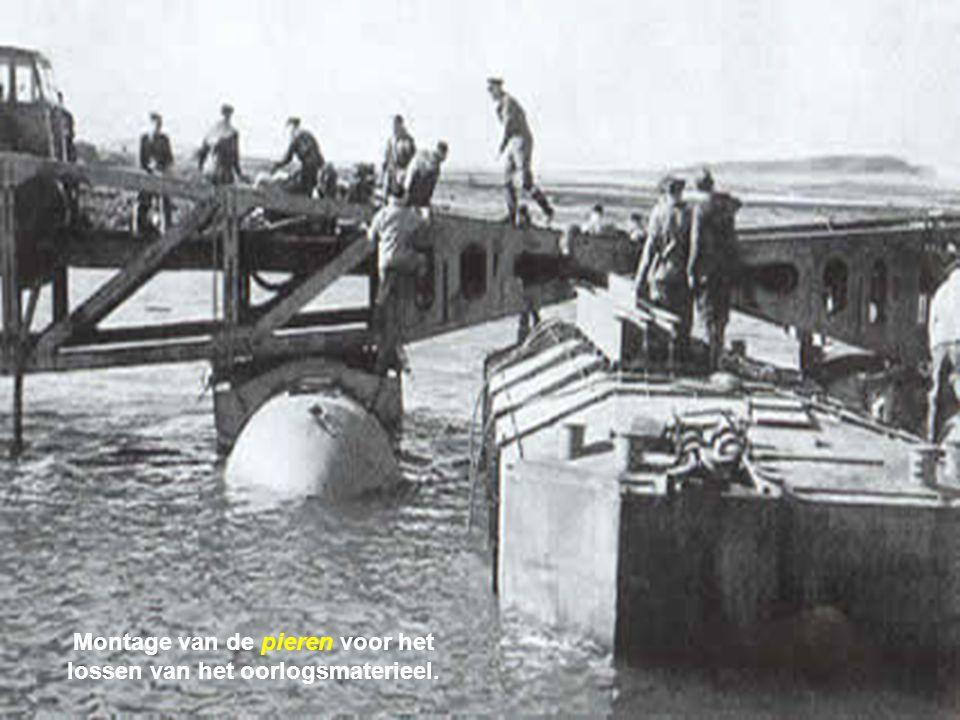 Montage van de pieren voor het lossen van het oorlogsmaterieel.